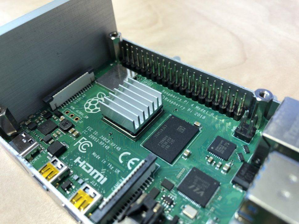 Aluminium heatsink mounted on CPU of Raspberry Pi 4